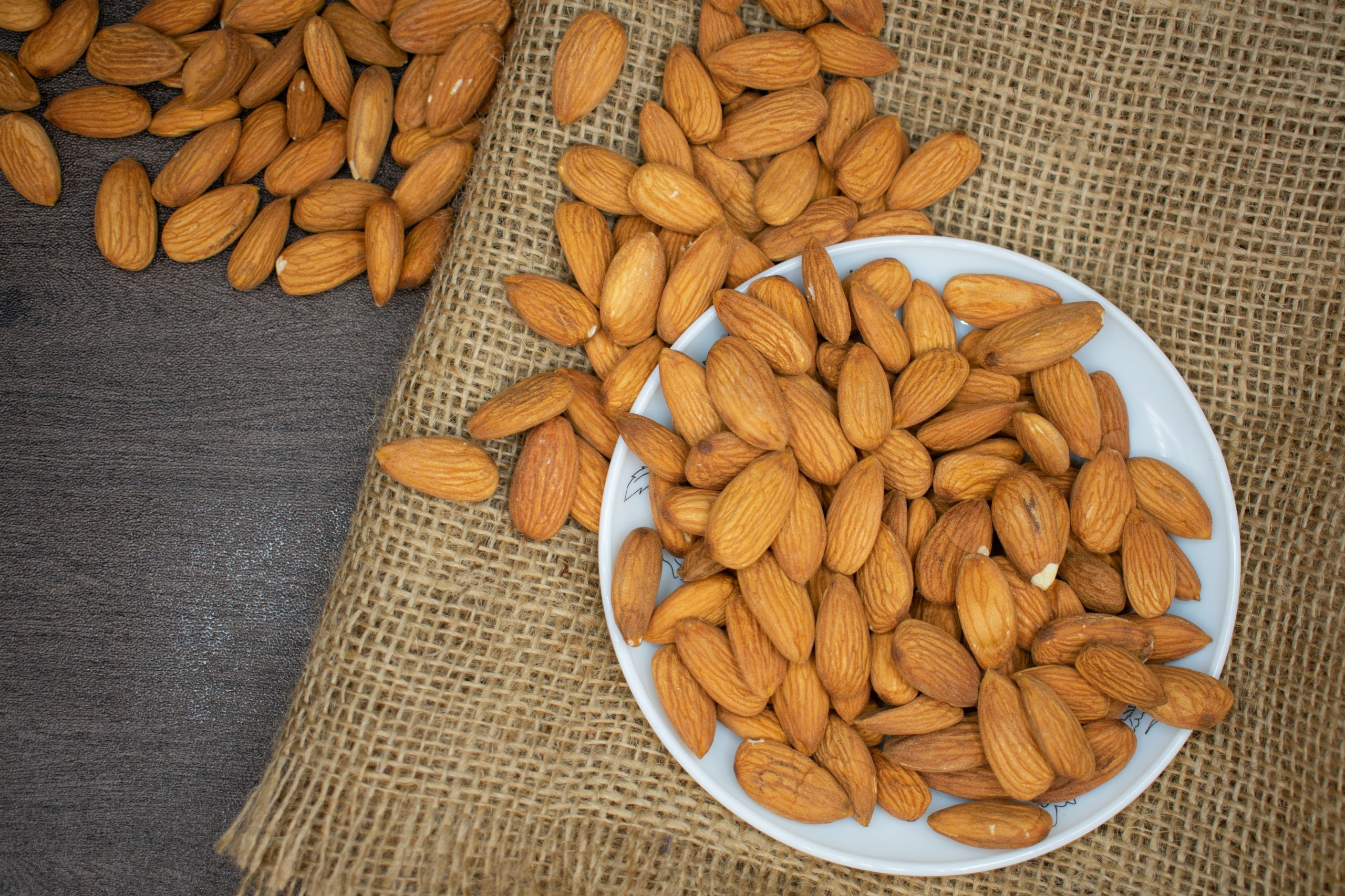 #7 Stress-busting food: Almonds. Photo byKafeel AhmedfromPexels